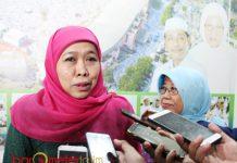 JAGA PERSATUAN NU: Gubernur Jatim terpilih, Khofifah usai silaturahim dengan pengurus PWNU Jatim, Rabu (18/7). | Foto: Barometerjatim.com/ROY HASIBUAN