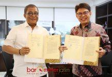 KEMITRAAN KEUANGAN SYARIAH: Sekjen Kemensos, Hartono Laras (kiri) dan Presiden Direktur BSM, Toni EB Subari meneken MoU di kantor Kemensos, Jakarta Pusat, Senin (23/7). | Foto: IST