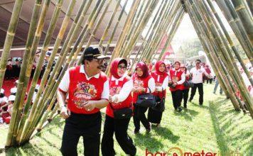PERINGATAN HAN: Gubernur Soekarwo saat peringatan Hari Anak Nasional (HAN) 2018 di Kebun Raya Purwodadi, Kabupaten Pasuruan, Senin (23/7). | Foto: Barometerjatim.com/ABDILLAH HR