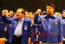 BANGGA DENGAN KHOFIFAH: Renville Antonio (Kanan) dan Pakde Karwo saat Rakorda Partai Demokrat Jatim di Surabaya, Sabtu (21/7).   Foto: Barometerjatim.com/ROY HASIBUAN