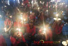 PERINGATAN KUDATULI: Peringatan peristiwa Kudatuli di Posko Pandegiling, Surabaya, Jumat (27/7) malam. | Foto: Barometerjatim.com/WIRA HARLIJADI