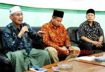 JAGA KHITTHAH NU: Cak Anam (kiri) minta KH Ma'ruf Amin mundur dari jabatan rais aam PBNU setelah mendaftar di Pilpres 2019. | Foto: Barometerjatim.com/ROY HASIBUAN