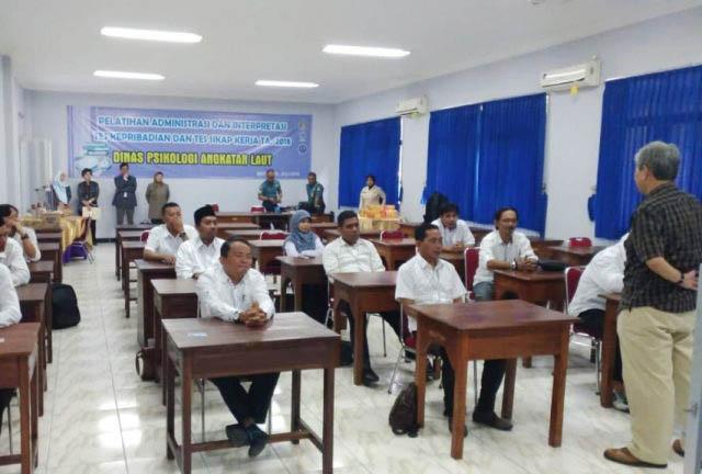 TES PSIKOLOGI: 14 calon komisioner tambahan KPU Jatim saat mengikuti tes psikologi. | Foto: IST