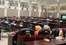 WAKIL RAKYAT DIBIAYAI APBD: DPRD Kabupaten Lamongan, tak etis mengajak keluarga saat melakukan kunjungan kerja. | Foto: Barometerjatim.com/HAMIM ANWAR