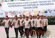 EKS NAPI TERORIS CINTA NKRI: Eks Napi teroris mengikuti upacara peringatan HUT ke-73 RI di Alun-Alun Kabupaten Lamongan, Jumat (17/8). | Foto: Barometerjatim.com/ROY HASIBUAN