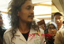 MINTA MAAF: Ferry Irawan, minta maaf atas ucapannya yang menyebut Banser idiot dan tegaskan bukan anggota FPI lagi. | Foto: Barometerjatim.com/ROY HASIBUAN