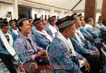 BERSIAP MENUJU TANAH SUCI: Pemberangkatan 1.822 Jamaah Calon Haji (JCH) Kabupaten Lamongan, Selasa (31/7) malam. | Foto: Barometerjatim.com/HAMIM ANWAR