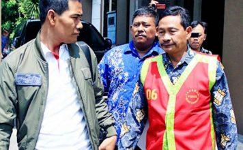 VONIS KORUPSI RASKIN: Kades Bulumargi, Trimo Hadi Saputro (kanan) divonis 1 tahun 6 bulan penjara karena penggelapan raskin. | Foto: IST