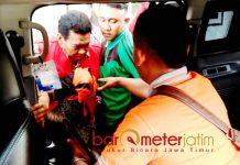 KADINKES GRESIK DITAHAN: Detik-detik Kadinkes Gresik, Nurul Dholam saat dibawa Kejari untuk dijebloskan ke Rutan, Jumat (31/8). | Foto: Barometerjatim.com/DIDIK HENDRIYONO