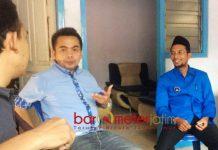 'RESEP' UNTUK PRABOWO: Farkhan Effendy (kanan) bersama Ketua DPC Partai Demokrat Jombang, Syarif Hidayatullah.   Foto: Barometerjatim.com/DIDIK HENDRIYONO