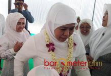 MUSLIMAT NU LAMONGAN: Khofifah menghadiri acara rutinan Jamaah Rotibul Haddad yang digelar PC Muslimat NU Kabupaten Lamongan, Minggu (19/8). | Foto: Barometerjatim.com/HAMIM ANWAR