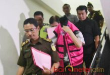 KORUPSI DANA BERGULIR: Salah seorang pengurus koperasi ditahan Kejari Surabaya dalam kasus dugaan korupsi dana bergulir. | Foto: Barometerjatim.com/ABDILLAH HR