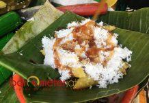 LOOPING EMAS: Terbuat dari beras ketan. Berbentuk segitiga dengan dibungkus daun pisang. | Foto: Barometerjatim.com/WIRA HARLIJADI
