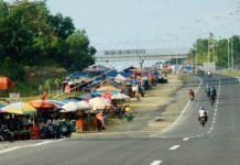 BAKAL DISTERILKAN: Badan Pengembangan Wilayah Suramadu (BPWS) menargetkan September mendatang kaki Suramadu sisi Madura steril dari lapak PKL. | Foto: IST
