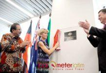 KONJEN AUSTRALIA DI SURABAYA: Gubernur Soekarwo menghadiri pembukaan Konjen Australia di Surabaya, Minggu (5/8). | Foto: IST