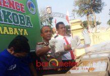 BONGKAR PIL HARAM: Sat Reskoba Polrestabes Surabaya ungkap peredaran 7.870.000 butir pil carnopen dan koplo. | Foto: Barometerjatim.com/NANTHA LINTANG