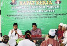 RAKER LBMNU: Anwar Sadad (kiri) saat Raker LBM PCNU Kota Surabaya di Balai Diklat Telkom Ledug, Prigen, Pasuruan, Sabtu (1/9). | Foto: Barometerjatim.com/ROY HASIBUAN