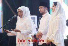 DINAMIKA PILPRES 2019: Khofifah, Emil Dardak dan Arumi Bachsin saat menghadiri Selamatan Relawan Khofifah-Emil di JX International Surabaya, Sabtu (8/9). | Foto: Barometerjatim.com/MARIJAN AP