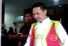TERSANGKA KORUPSI: Kepala Dinas Kominfo Lamongan, Erfan Salim ditetapkan sebagai tersangka kasus korupsi, Rabu (5/9). | Foto: Barometerjatim.com/HAMIM ANWAR