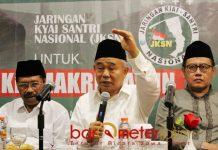 DUKUNG JOKOWI-KIAI MA'RUF: KH Asep Saifuddin Chalim (tengah) saat acara dukungan JKSN untuk Jokowi-Kiai Ma'ruf di Surabaya, Jumat (21/9). | Foto: Barometerjatim.com/ROY HASIBUAN