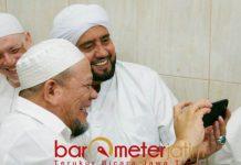 PERKUAT SEKTOR PERTAMBANGAN: La Nyalla bersama Habib Syech, apresiasi divestasi 51 persen saham PT Freeport Indonesia (FI) ke pemerintah Indonesia. | Foto: Barometerjatim.com/DOK