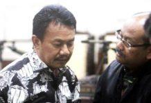 VONISI 3,5 TAHUN PENJARA: Nyono Suharli (kiri) divonis 3 tahun 6 bulan penjara oleh majelis hakim Pengadilan Tipikor Surabaya, Selasa (4/9). | Foto: IST