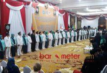 PENUHI JANJI POLITIK: Pelantikan 12 kepala dan wakil kepala daerah di Gedung Negara Grahadi, Surabaya, Senin (24/9). | Foto: Barometerjatim.com/ABDILLAH HR