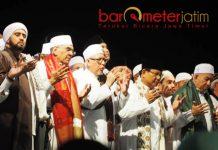 SURABAYA BERSHALAWAT: Prabowo Subianto menghadiri Peringati Tahun Baru Islam bersama Habib Syekh di Surabaya, Senin (10/9) malam.   Foto: Barometerjatim.com/NANTHA LINTANG