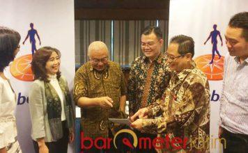 GARAP PERTAMBAKAN: Para petinggi Rabobank Indonesia berbincang usai pertemuan dengan petambak dan pengusaha udang di Surabaya, Kamis (20/9). | Foto: Barometerjatim.com/NANTHA LINTANG