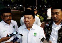 'TERLALU PAGI': (Dari kiri) Ketua PKB Surabaya Musafak Rouf, Fandi Utomo dan Farid Afif. NYatakan dukungan di Pilwali Surabaya 2020. | Foto: IST