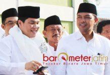 BARISAN PENDUKUNG JOKOWI: Gus Hans (kanan) bersama Ketua Tim Kampanye Nasional (TKN) Jokowi-Ma'ruf Amin saat deklarasi JKS di Pacet, Mojokerto, Sabtu (6/10). | Foto: Barometerjatim.com/ABDILLAH HR