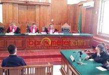 TERBUKTI BERSALAH: Henry Gunawan dalam persidangan di PN Surabaya, Kamis (4/10). Henry terbukti bersalah dan divonis 2 tahun 6 bulan. | Foto: Barometerjatim.com/ABDILLAH HR
