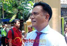 MINTA AMIEN BIJAK: Yusril Ihza Mahendra saat di PN Surabaya. Celoteh Amien Rais minta Kapolri dicopot tidak usah didengar. | Foto: Barometerjatim.com/ABDILLAH HR