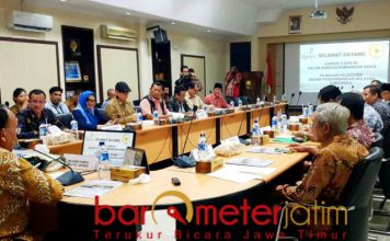 PENGUATAN KELEMBAGAAN: Pertemuan antara anggota Komisi V DPR RI dengan pimpinan BPWS membahas penguatan kelembagaan, Jumat (23/11). | Foto: Barometerjatim.com/WIRA HARLIJADI