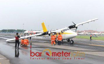BATAL TAKE OFF: Pesawat carter Airfast Indonesia mengalami patah ban di taxway Bandara International Juanda Surabaya | Foto: IST