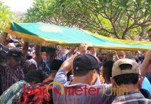 PEMAKAMAN: Proses pemakaman Jannatun Cintya Dewi, korban kecelakaan pesawat Lion Air JT610 asal Sidoarjo. | Foto: Barometerjatim.com/RADITYA DP