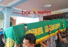 PERISTIRAHATAN TERAKHIR: Jannatun Cintya Dewi diantar menuju peristirahatan terakhir di TPU Desa Suruh, Sukodono, Sidoarjo. | Foto: Barometerjatim.com/RADITYA DP