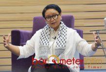 DUKUNG PALESTINA: Retno Marsudi saat acara DiploFest di Unair, Sabtu (24/11). Ajak mahasiswa dukung perjuangan Palestina. | Foto: Barometerjatim.com/ABDILLAH HR