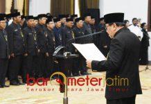 MUTASI BESAR-BESARAN: Gubernur Soekarwo melantik 1.017 pejabat di lingkungan Pemprov Jatim di Gedung Negara Grahadi, Surabaya, Jumat (30/11). | Foto: Barometerjatim.com/ABDILLAH HR