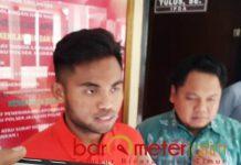 TERSANGKA: Saddil Ramdhani ditetapkan sebagai tersangka dugaan tindak penganiayaan dan kekerasan oleh Polres Lamongan. | Foto: Barometerjatim.com/HAMIM ANWAR
