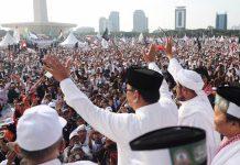 INSENTIF ELEKTABILITAS: Prabowo Subianto saat menghadiri acara Reuni 212 di kawasan Monas Jakarta, Minggu (2/12). | Foto: IST
