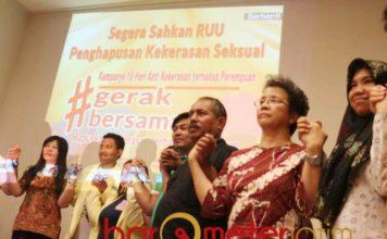 DESAK PENGESAHAN RUU PKS: Jaringan Anti-Kekerasan Seksual Jatim mendesak pengesahan RUU Penghapusan Kekerasan Seksual menjadi UU, Sabtu (8/12). | Foto: Barometerjatim.com/NATHA LINTANG