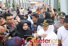 Khofifah pantau Jembatan Karangpilang untuk pemasangan CCTV. | Foto: Barometerjatim.com/roy hs