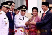 Khofifah usai dilantik Presiden Jokowi sebagai gubernur Jatim. | Foto: Barometerjatim.com/roy has