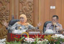 Gubernur Khofifah pimpin rapat perdana OPD Pemprov Jatim.   Foto: Barometerjatim.com/abdillah hr