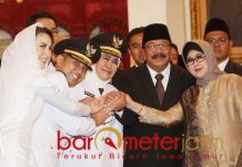 Khofifah-Emil serta Pakde-Bude Karwo usai pelantikan di Istana Negara.   Foto: Barometerjatim.com/marjan ap