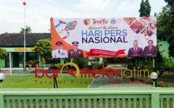 Pemasangan spanduk HPN 209 serempak di seluruh Koramamil jajaran Kodim Lamongan. | Foto: Barometerjatim.com/hamim anwar